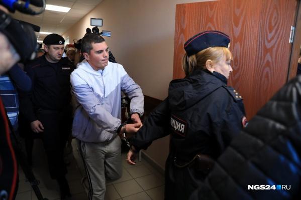 Сергей Шмелёв — ещё один подозреваемый в деле о жестоком избиении. В суде он рассказал свою версию событий
