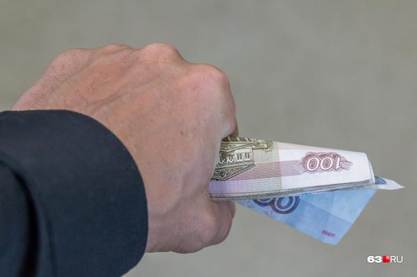 Право на ежемесячную выплату имеют малоимущие семьи или малоимущие одинокие люди