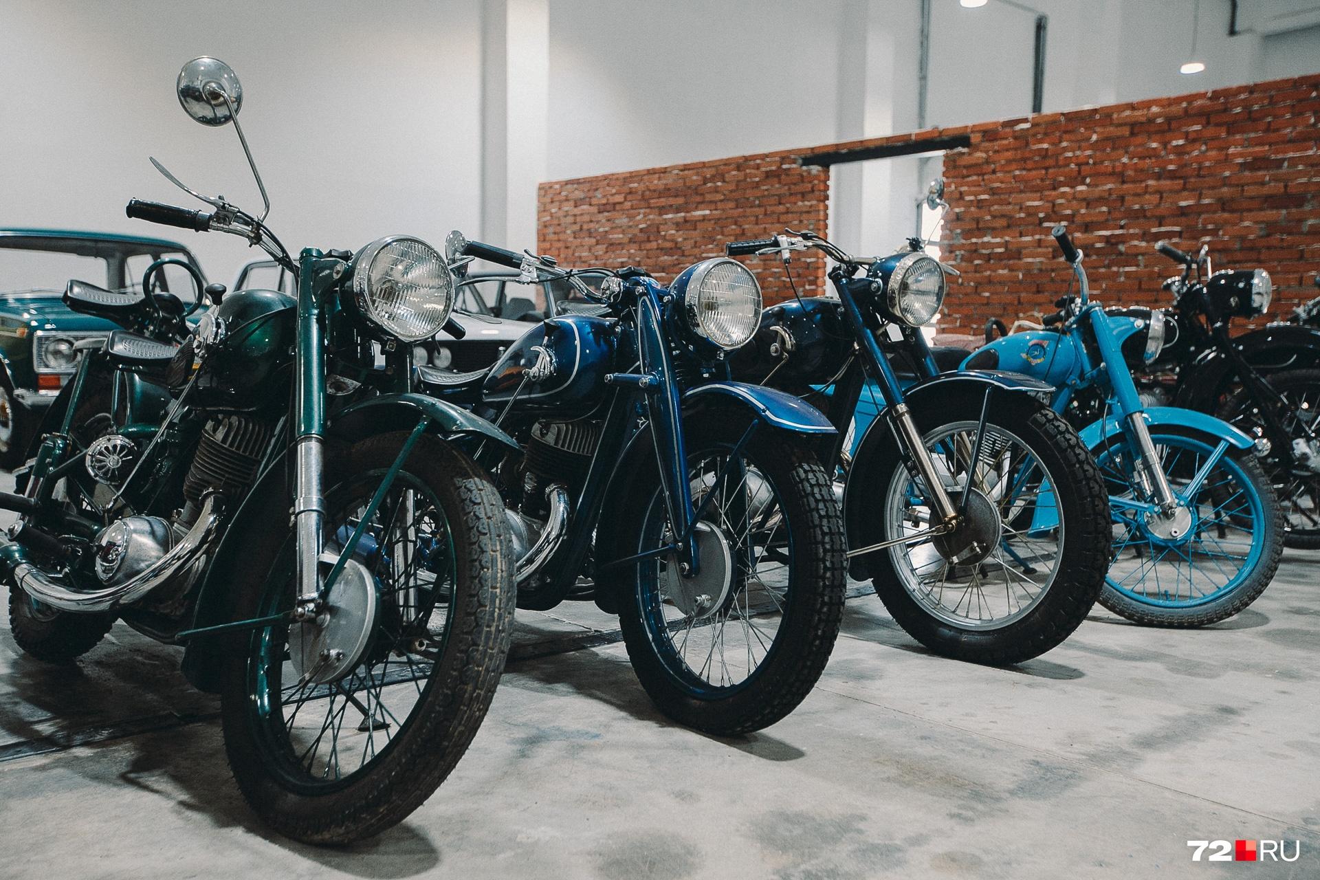 В музее можно увидеть с десяток самых разных мотоциклов