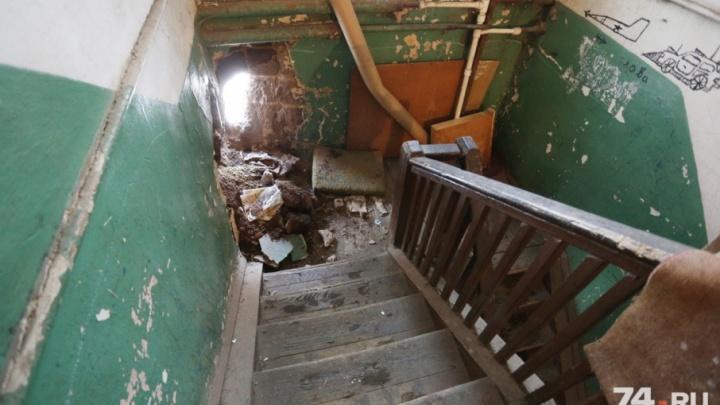 Кто-то приложил руку: жителей аварийного дома в Ленинском заподозрили в намеренном обрушении стены