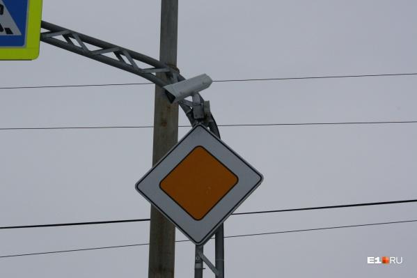 Через несколько лет большинство загруженных перекрестков Екатеринбурга будут под наблюдением камер