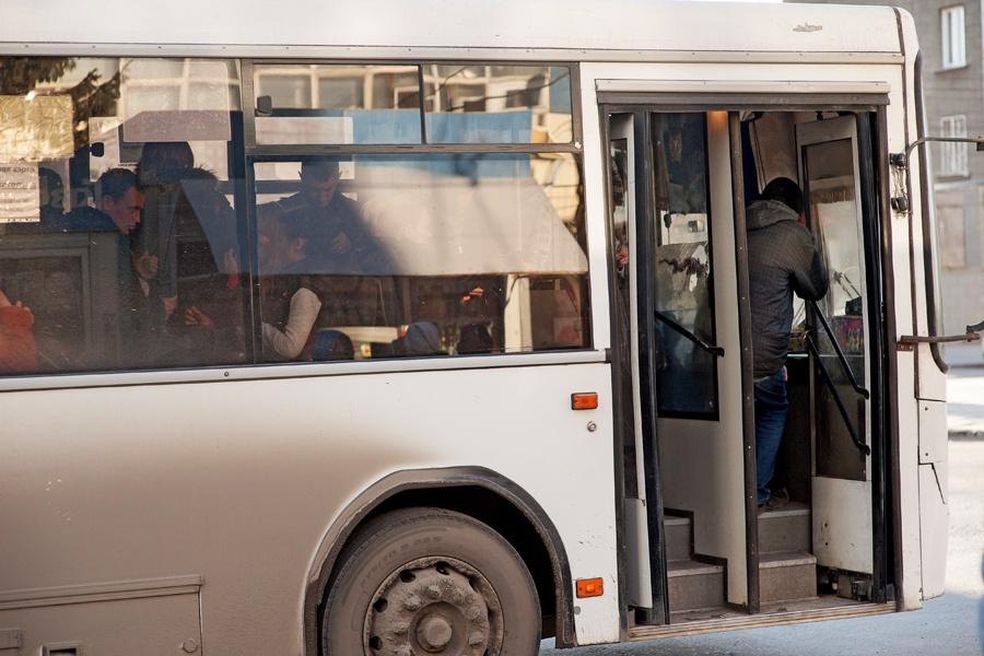 Грубо домашнему, секс по автобусам