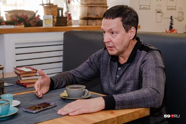 Встреча с Алексеем Субботиным, естественно, проходила в его кафе-музее