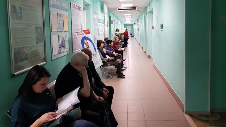 В Волгоградской области ввели особый режим работы медучреждений: график
