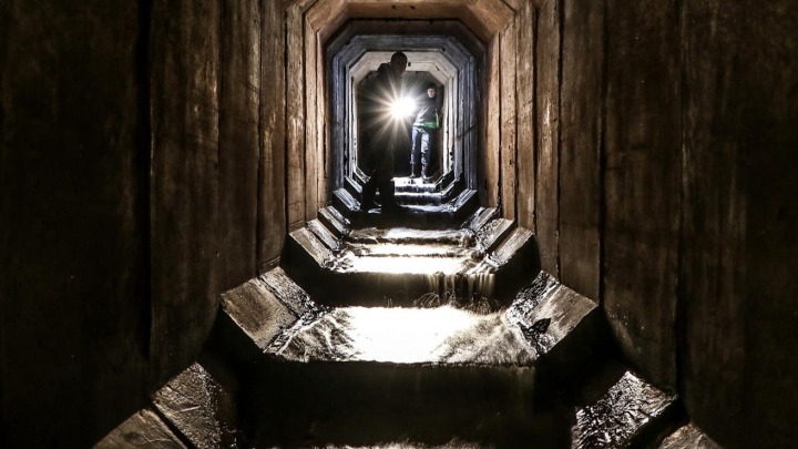 Каскад подземных водопадов в километр длиной: гуляем по Молитовскому коллектору