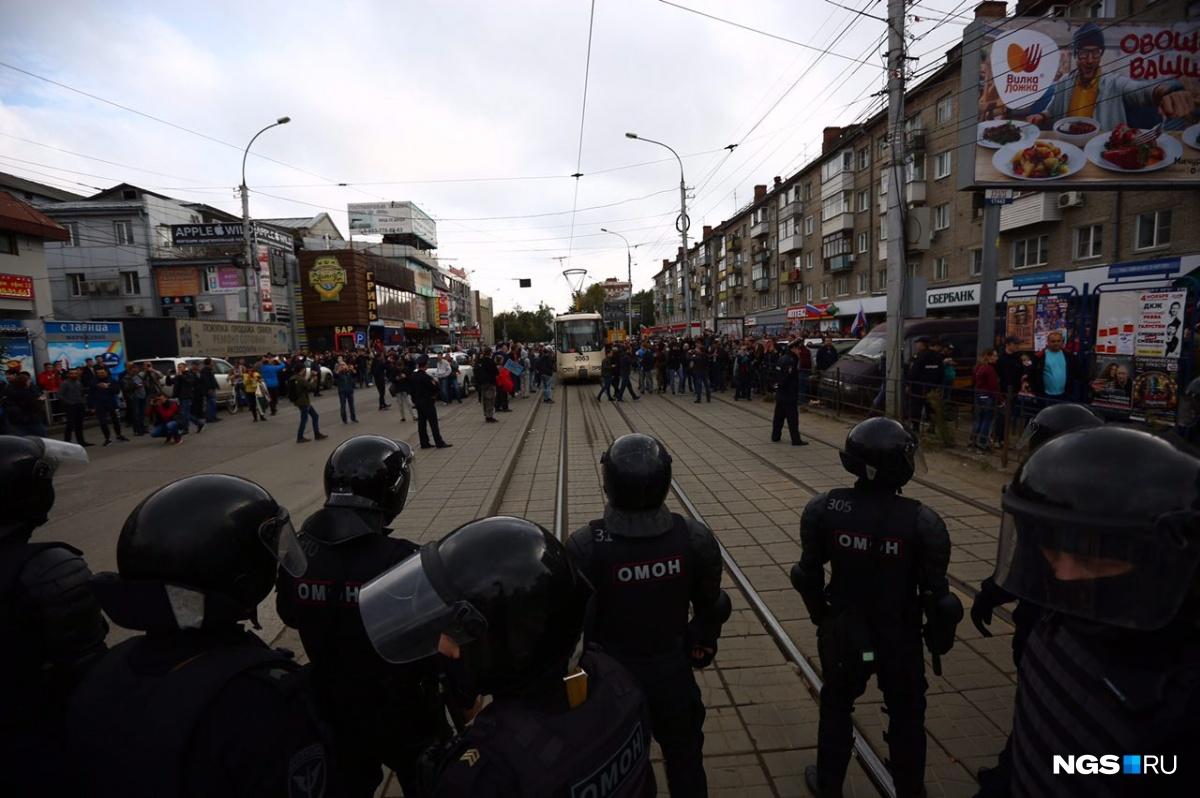 Полиция продолжает задерживать участников несогласованного митинга 9 сентября