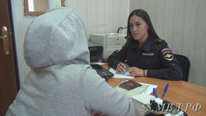 22-летняя омичка объяснила, почему не вернулась домой к запертым в квартире детям