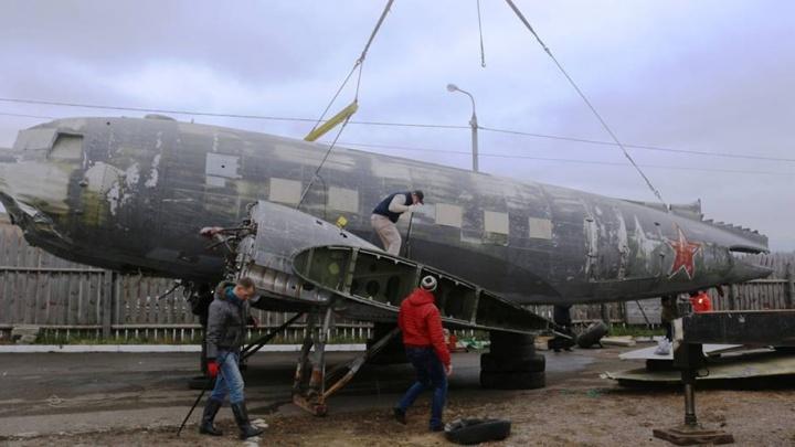 Смотрим, как восстанавливают легендарный самолет «Дуглас» в Красноярске