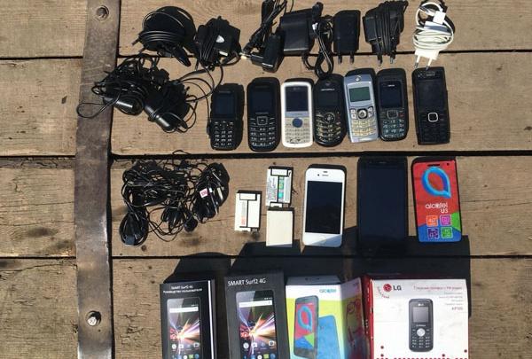 В Стерлитамаке задержали КАМАЗ, который привез в колонию мобильники