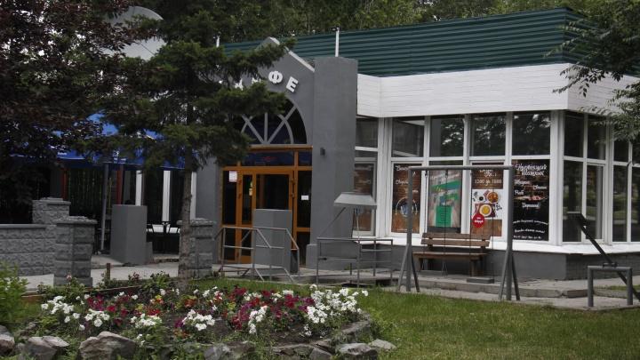 Кусь и прощай:Стас Соколов пообедал в кафе «Анталия», которое сносят, — оно гремело ещё в 60-х