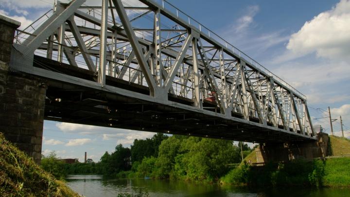 Подробности ЧП в Семибратово: подростка ударило током, когда он делал селфи на мосту