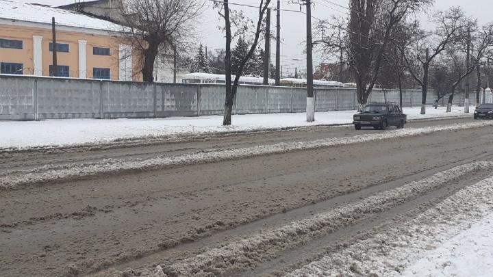 Работали всю ночь: мэрия Волгограда отчиталась об уборке городских улиц