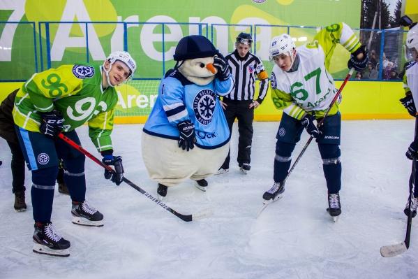 В конце декабря совместно с ХК «Сибирь» S7 запустил открытую ледовую площадку S7 Arena