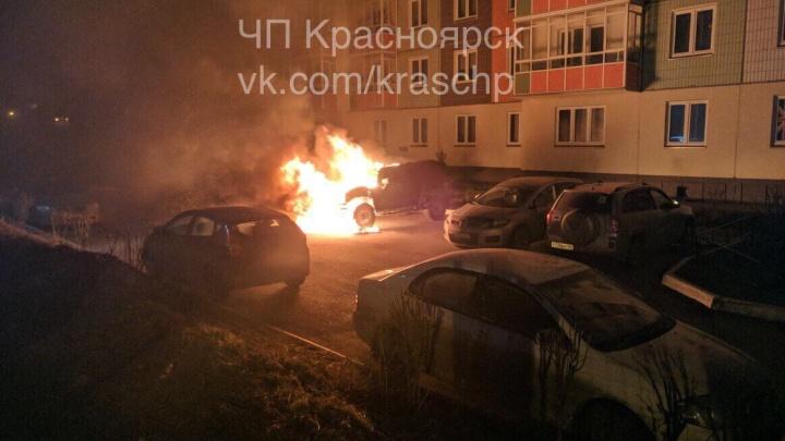 На парковке в «Покровском» ночью сгорел Hummer