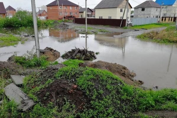 Водой затопило огороды, подвалы и первые этажи домов