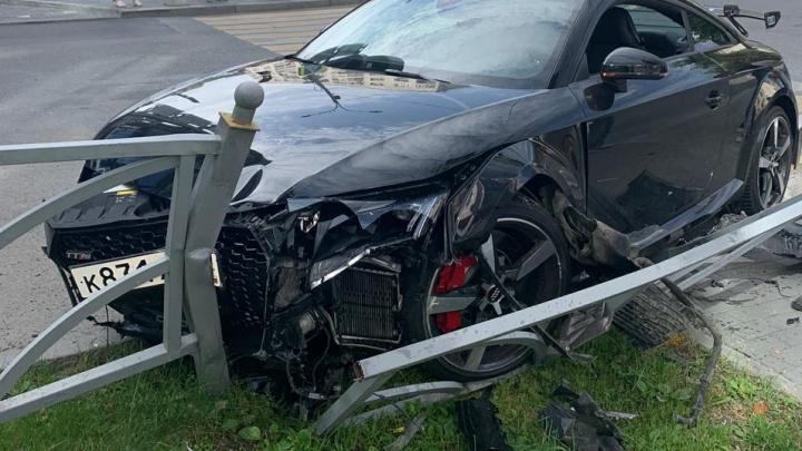 На Малышева мужчина на Audi дважды устроил ДТП и босиком ушёл с места аварии