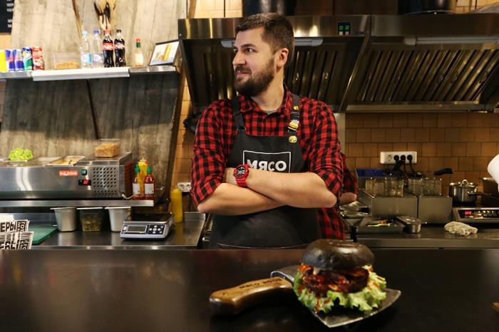 На фото — шеф-повар, совладелец «Мясоруба» Александр Купченко