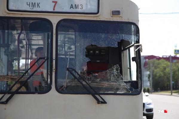 Водитель головой пробил лобовое стекло