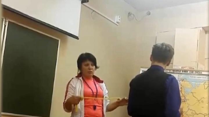 Северодвинская учительница, наказывавшая детей скакалкой, уволилась из школы