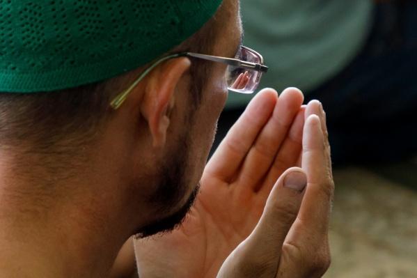 В восемь утра правоверные соберутся в мечетях