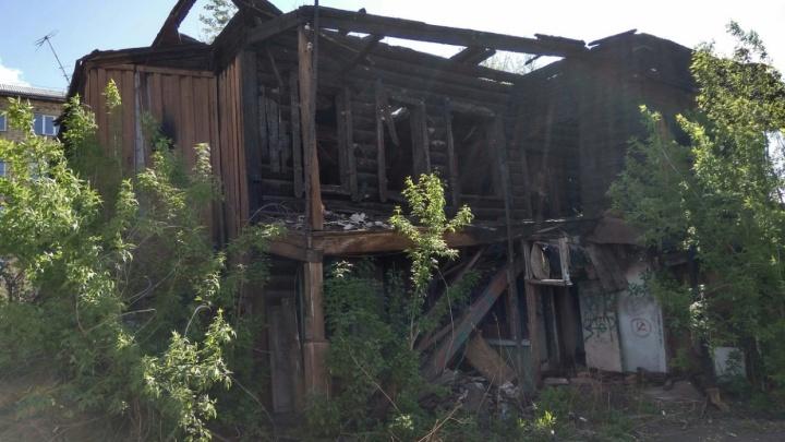 «Там видели людей»: названа причина пожара в старинном доме на Ленина