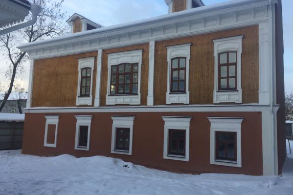 Теперь старинные дома выглядят заметно свежее