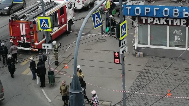 «Думали, что бомба!»: в Самаре из-за брошенной коробки перекрывали улицу у железнодорожного вокзала