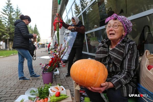 Перец, петрушка, тыквы и гладиолусы — на уличных рынках можно встретить все что угодно