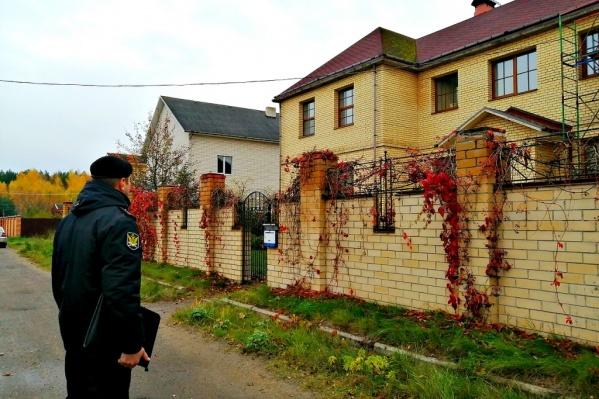 Этот особняк стоит в Заволжском районе на одном из Хуторских переулков