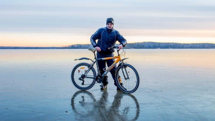 «Хотел прокатиться на велосипеде»: в Челябинской области мужчина утонул, провалившись под лёд
