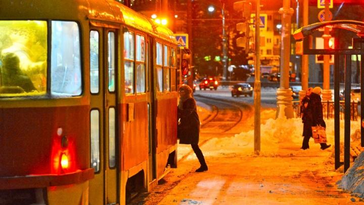 Екатеринбурженка написала в полицию заявление на водителя трамвая, которая забрала портфель её сына