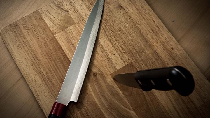 Новосибирец сбежал после попытки зарезать отца и мать