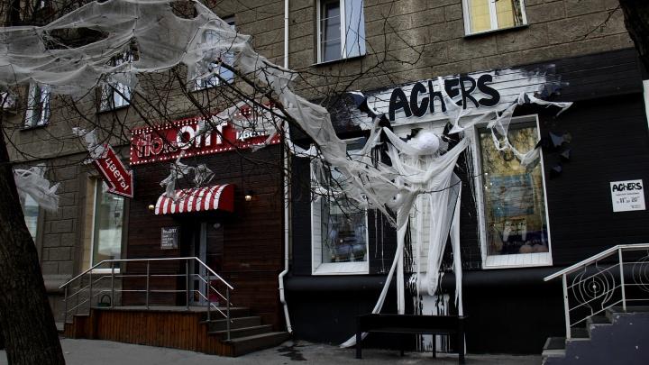 Нечистое место: магазины Новосибирска заполонили монстры и страшные скидки