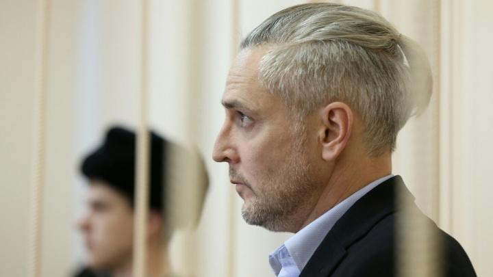 Бывшего сити-менеджера Миасса, обвиняемого в получении взятки, выпустили изСИЗО