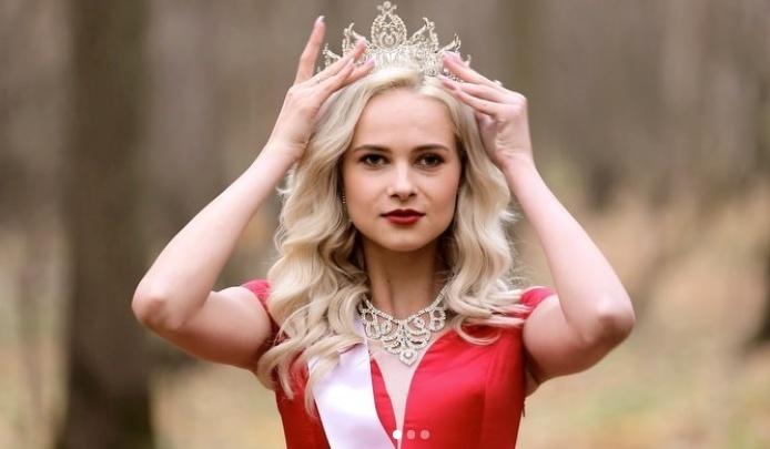 Блондинка в красном платье из Красноярска презентовала себя на мировом конкурсе красоты во Вьетнаме
