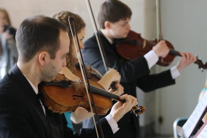 Музыканты исполняли классику