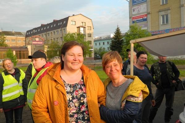 Оксана Владыка (слева) — постоянный участник митингов, часто бывает на Шиесе и представляет интересы экоактивистов в суде