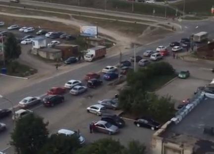 Жители «Солнечного» пожаловались на пробки после закрытия опасного поворота с Енисейского тракта