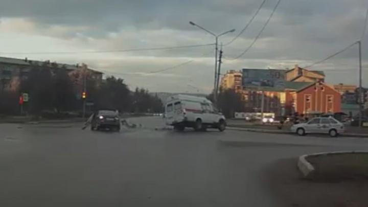 В Башкирии машина скорой улетела в кювет, столкнувшись с иномаркой