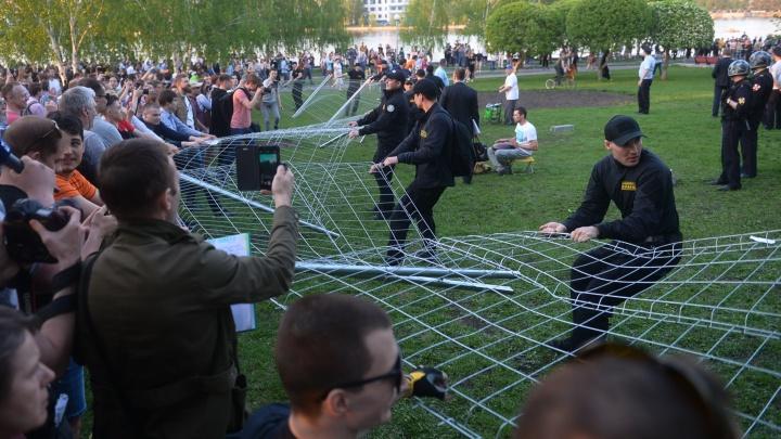 От драк до предложений руки и сердца: как Екатеринбург пережил неделю протестов в 30 ярких фото