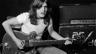 Умер основатель и гитарист группы AC/DC Малкольм Янг