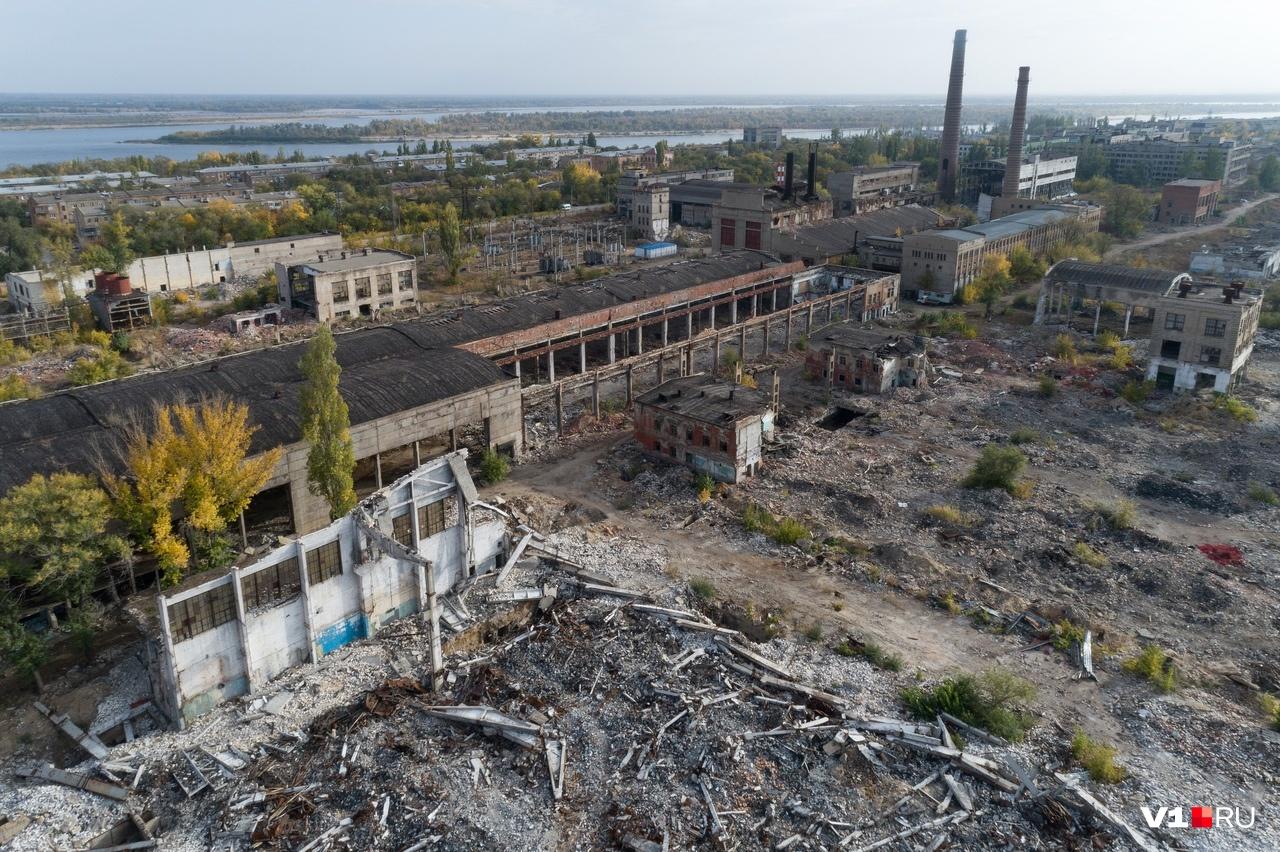Оставшиеся большие руины напоминают разрушенный карточный домик