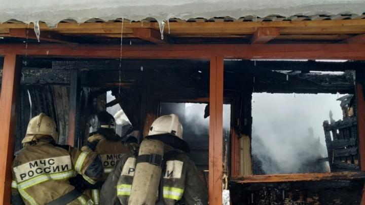 На Девятой просеке сгорел частный дом на две семьи