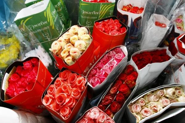 Мошенники предлагают сотрудникам купить дорогие букеты цветов и оплатить их доставку