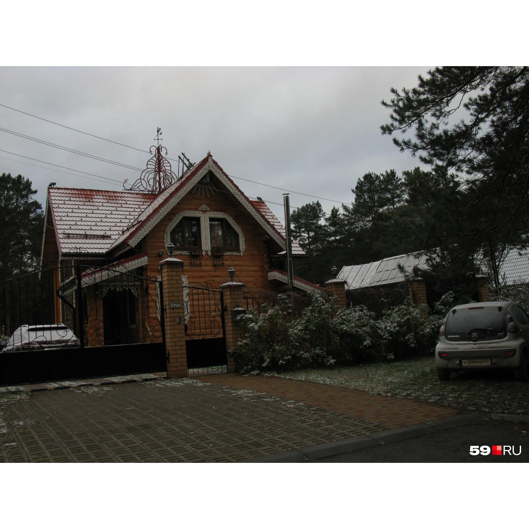 А дом Пьянкова под арест не попал — он оформлен не на него