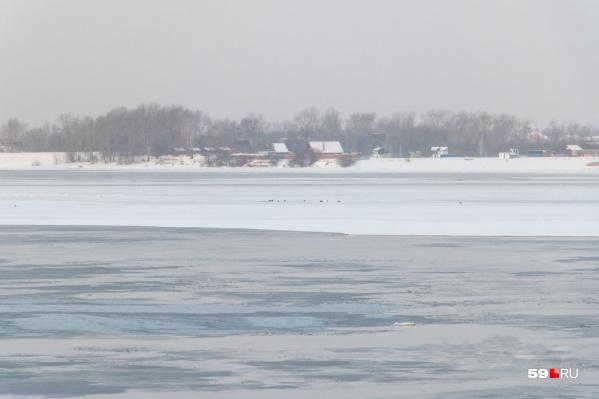 Сейчас на водоемах тонкий лед, ходить по нему опасно
