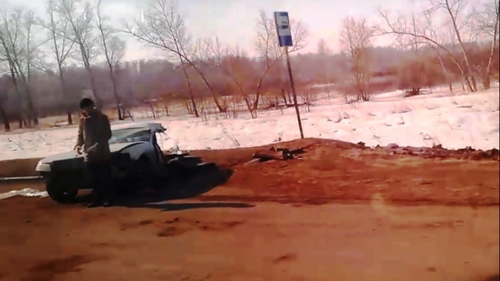 На Русско-Полянском тракте иномарку разорвало на две части после столкновения