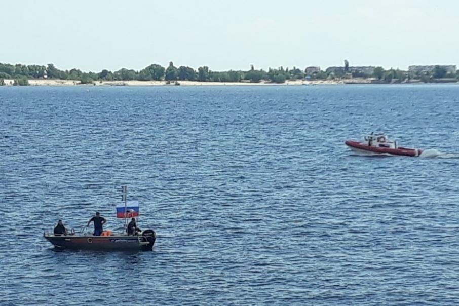 Мужчину вытащили из воды очевидцы, а пытались откачать прибывшие на место спасатели