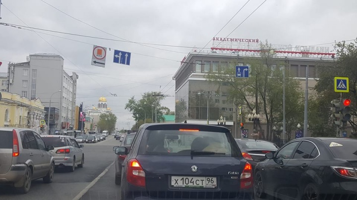 На Карла Либкнехта и Розы Люксембург появились выделенные полосы для автобусов
