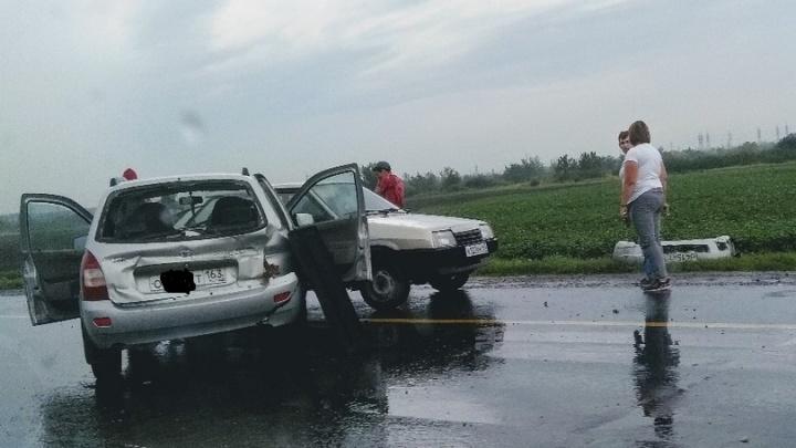 После дождичка в субботу: под Самарой дорогу не поделили две вазовские легковушки
